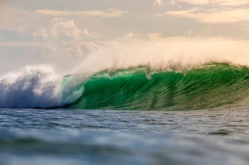 バイタリティ「Ocean wave」:スマホ壁紙(0)