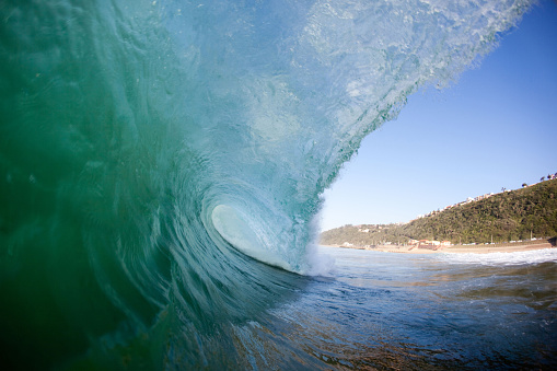 Confidence「Ocean Wave pitches onto Reef with power, Brighton Beach, Durban, Kwazulu Natal, South Africa」:スマホ壁紙(15)