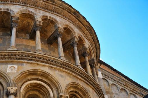 Bergamo「Architectural Detail of Basilica in Bergamo with Columns and Arches」:スマホ壁紙(18)