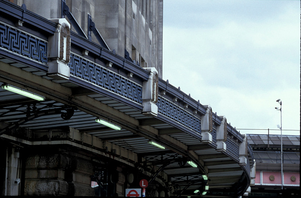 Finance and Economy「Architectural feature of the canopy at Waterloo station」:写真・画像(16)[壁紙.com]