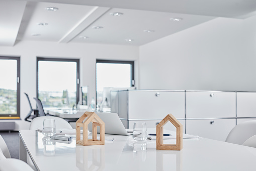 Glass - Material「Architectural models on desk in office」:スマホ壁紙(6)