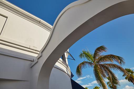ヤシ「Architecture in Regent Village, one of Providenciales' main shopping areas, Turks and Caicos..」:スマホ壁紙(14)