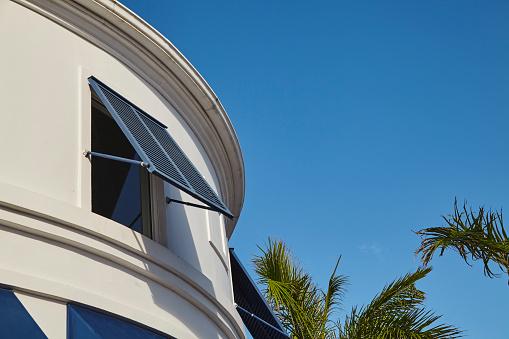 ヤシ「Architecture in Regent Village, one of Providenciales' main shopping areas, Turks and Caicos..」:スマホ壁紙(15)