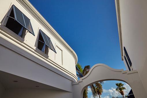 ヤシ「Architecture in Regent Village, one of Providenciales' main shopping areas, Turks and Caicos..」:スマホ壁紙(12)