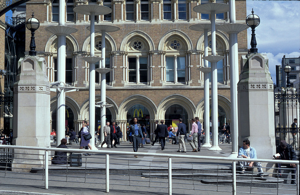 Steps「Architectural features at the front of Liverpool Street station」:写真・画像(0)[壁紙.com]