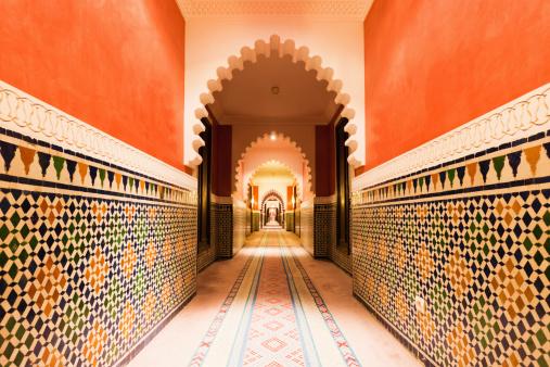 Arabia「Architecture Moroccan Archway with Ornamental Tiles Interior Design」:スマホ壁紙(19)