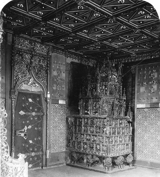 Hohensalzburg Fortress「The furnace in the Prince's Chamber, Festung Hohensalzburg, Salzburg, Austria, c1900s.Artist: Wurthle & Sons」:写真・画像(9)[壁紙.com]