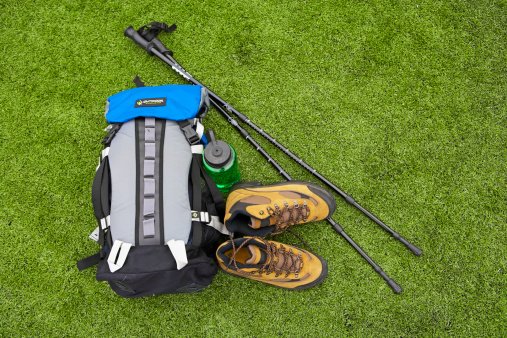 Pole「Backpack, hiking boots, water bottle and hiking pole on turf」:スマホ壁紙(16)
