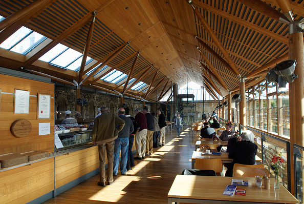 Table「Award winning Norwich Cathedral Refectory made from indigenous English Oak from managed woodland, UK」:写真・画像(13)[壁紙.com]