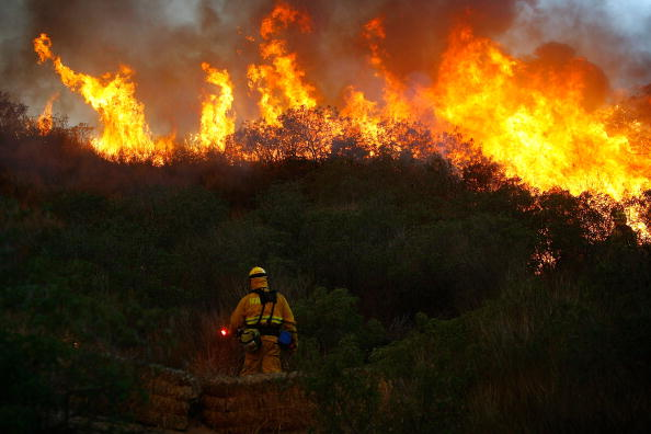 Flame「Santa Ana Winds Stoke Wildfires In Southern California」:写真・画像(19)[壁紙.com]