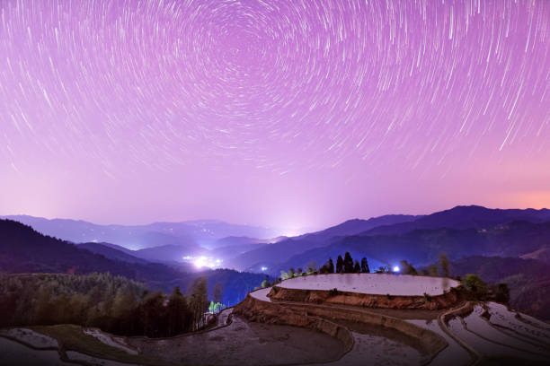 Star trail above rice terraces,South East China:スマホ壁紙(壁紙.com)