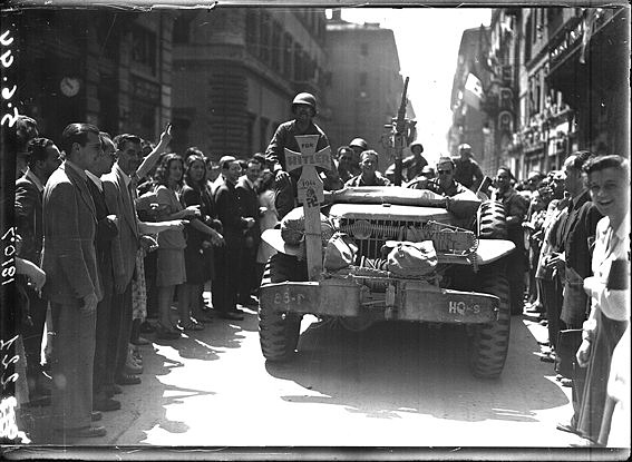 Celebration「Liberation of Rome, a military jeep in Via del Corso, Rome 1944」:写真・画像(1)[壁紙.com]