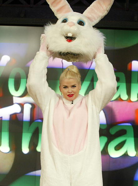 Easter Bunny「Anna Nicole Smith Appears On The Tonight Show With Jay Leno」:写真・画像(18)[壁紙.com]