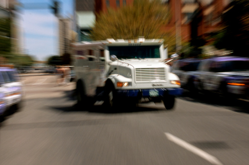 Armored Truck「Armored truck in street (zoom)」:スマホ壁紙(3)