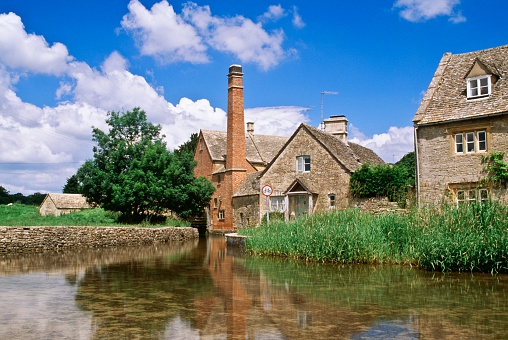 Cotswolds「Stone mill and houses, Lower Slaughter, Cotswolds, England」:スマホ壁紙(18)