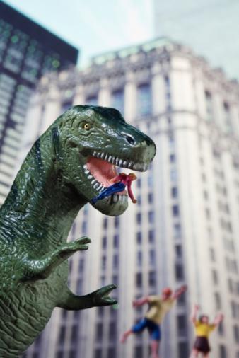 Eating「Toy T-Rex attacking people」:スマホ壁紙(15)