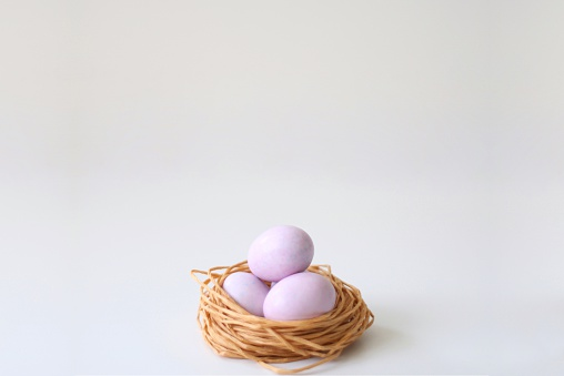 イースター「sugar coated chocolate eggs in a string nest」:スマホ壁紙(18)