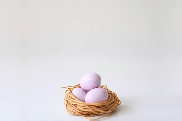 sugar coated chocolate eggs in a string nest:スマホ壁紙(壁紙.com)