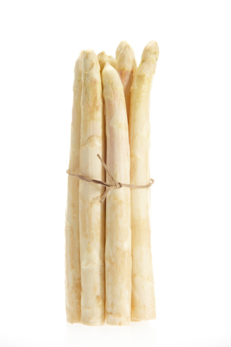 White Asparagus「Fresh asparagus batch standing vertical on white background」:スマホ壁紙(13)