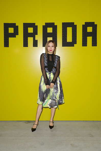 Round Neckline「Prada -Arrivals and Front Row: Milan Fashion Week Fall/Winter 2019/20」:写真・画像(12)[壁紙.com]