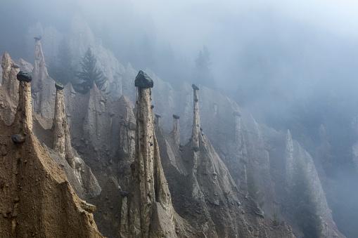Landslide「Earth pyramids in South Tyrol, Platten, Italy」:スマホ壁紙(19)