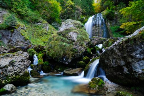 グルノーブル「滝」:スマホ壁紙(2)