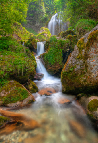 グルノーブル「滝」:スマホ壁紙(14)