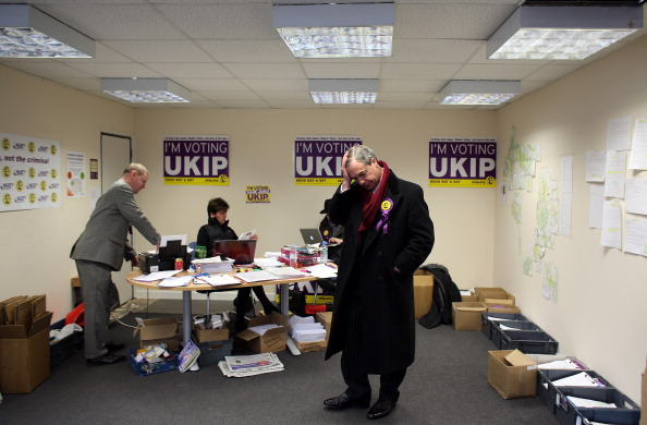 Waiting「UKIP Leader Nigel Farage Visits Eastleigh To Canvass With Candidate Diane James」:写真・画像(11)[壁紙.com]