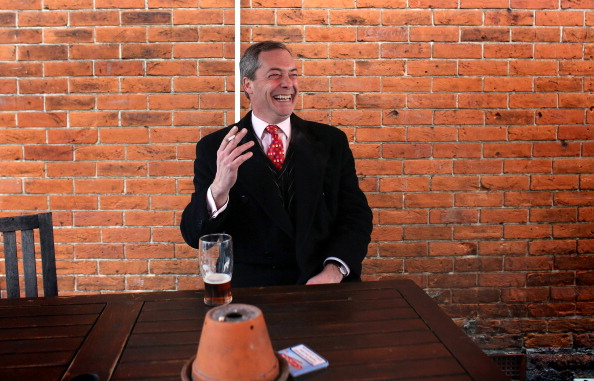 Drinking Glass「UKIP Leader Nigel Farage Visits Eastleigh To Canvass With Candidate Diane James」:写真・画像(3)[壁紙.com]