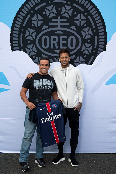 ネイマール「Neymar Shows Off A New Type Of OREO Cookie Dunk For The Winners Of The OREO Dunk Challenge Sweepstakes」:写真・画像(8)[壁紙.com]