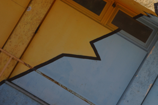Cartoon「Zigzag pattern on exterior of building」:スマホ壁紙(14)