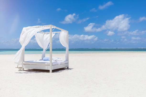 Mauritius, Belle Mare, white beach bed at beach, blue sky and clouds:スマホ壁紙(壁紙.com)