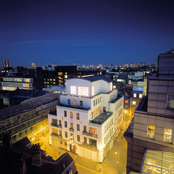 Penthouse「Penthouse constructed on top of existing building. Holborn, London, United Kingdom.」:写真・画像(6)[壁紙.com]