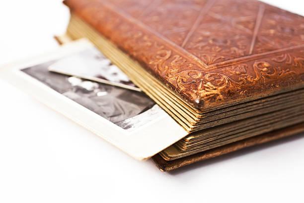 Antique album with photographs.:スマホ壁紙(壁紙.com)