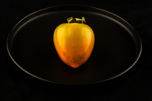 柿「Persimmon on black background」:スマホ壁紙(7)