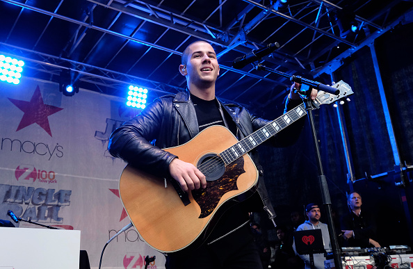 Three Quarter Length「Z100 Jingle Ball Presented By Capital One, Kick Off Event At Macy's Herald Square」:写真・画像(6)[壁紙.com]