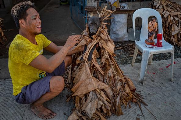 "Ezra Acayan「Filipino Devotees Gather For The ""Mud People"" Festival Amid The Coronavirus Pandemic」:写真・画像(11)[壁紙.com]"
