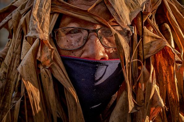 "Ezra Acayan「Filipino Devotees Gather For The ""Mud People"" Festival Amid The Coronavirus Pandemic」:写真・画像(9)[壁紙.com]"