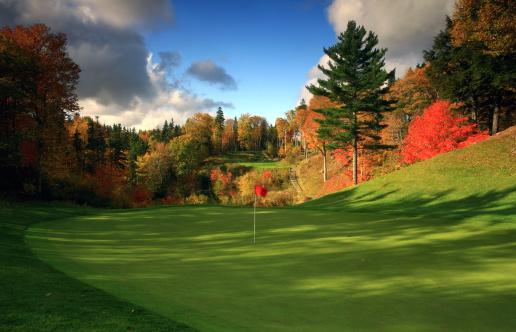 秋「素晴らしいゴルフコースで秋にカナダの」:スマホ壁紙(9)