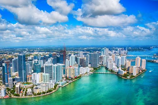 リゾート地「マイアミ空から見たホテル」:スマホ壁紙(1)