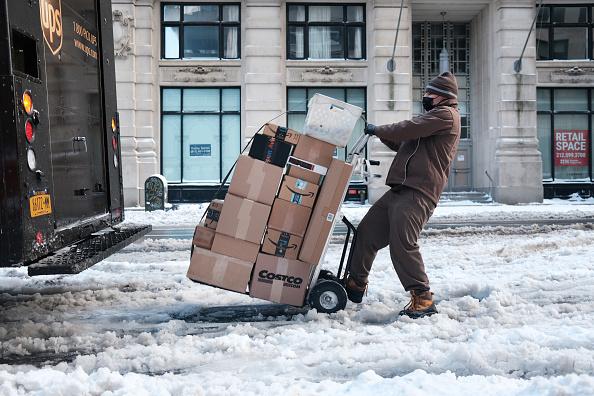 Finance and Economy「Major Winter Storm Blankets Northeast With Snow」:写真・画像(5)[壁紙.com]