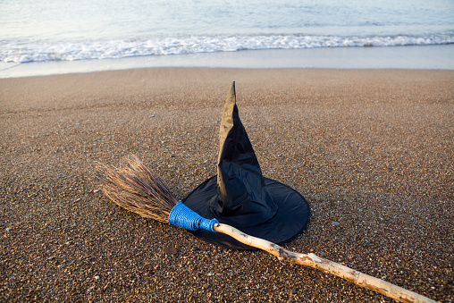 witch「Witch's Hat And Broom On Beach Sand By Sea Vawes」:スマホ壁紙(11)