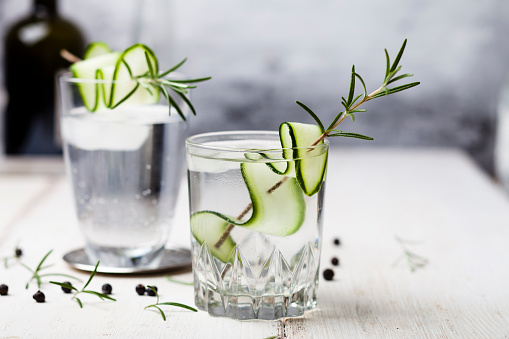 Rosemary「Gin Tonic with rosemary and cucumber」:スマホ壁紙(2)