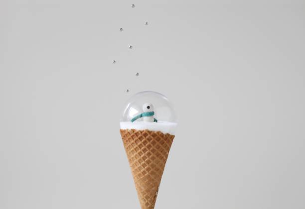 Snow globe on ice cream cone with sprinkles:スマホ壁紙(壁紙.com)