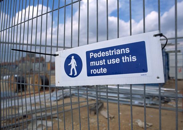 Danger「detail of pedestrian sign on metal site fencing.」:写真・画像(11)[壁紙.com]