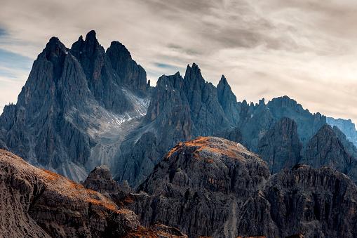 秋「サドル、ドロミテ、イタリアから Cadini ・ ディ ・ ミズリーナ湖の眺め」:スマホ壁紙(10)