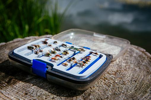 Fisherman「Fly fisherman flies in tackle box」:スマホ壁紙(9)