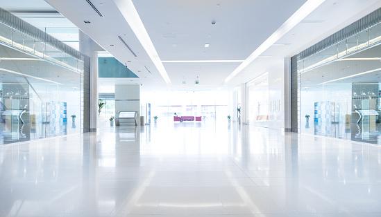 Copy Space「Empty shopping centre in sunset, Dubai」:スマホ壁紙(11)