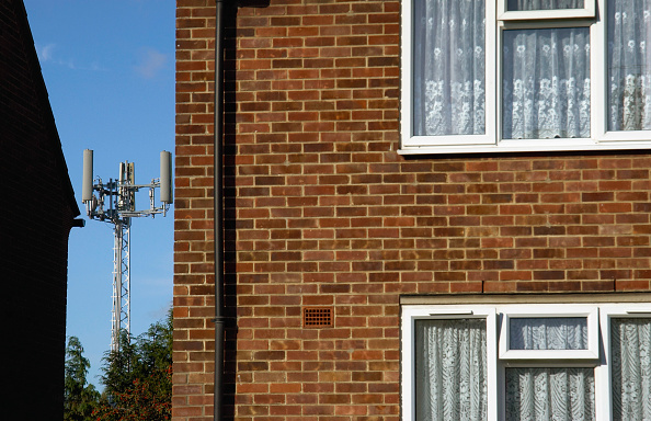 Environmental Damage「Telephone mast near houses.」:写真・画像(19)[壁紙.com]