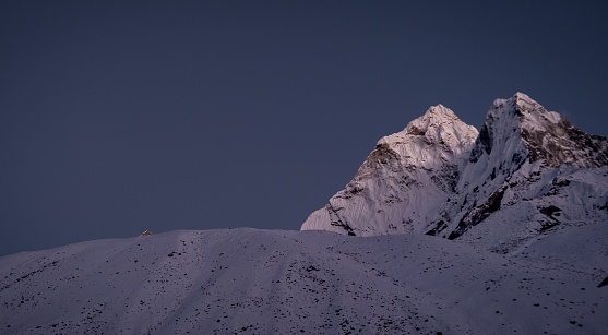 Ama Dablam「Nepal, Sagarmatha National Park, View of Ama Dablam peak at twilight」:スマホ壁紙(10)